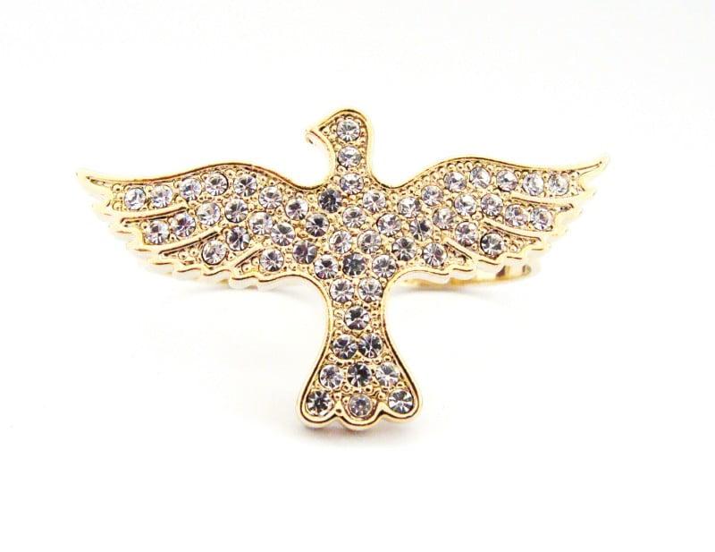 Anel dourado com formato de divino com strass