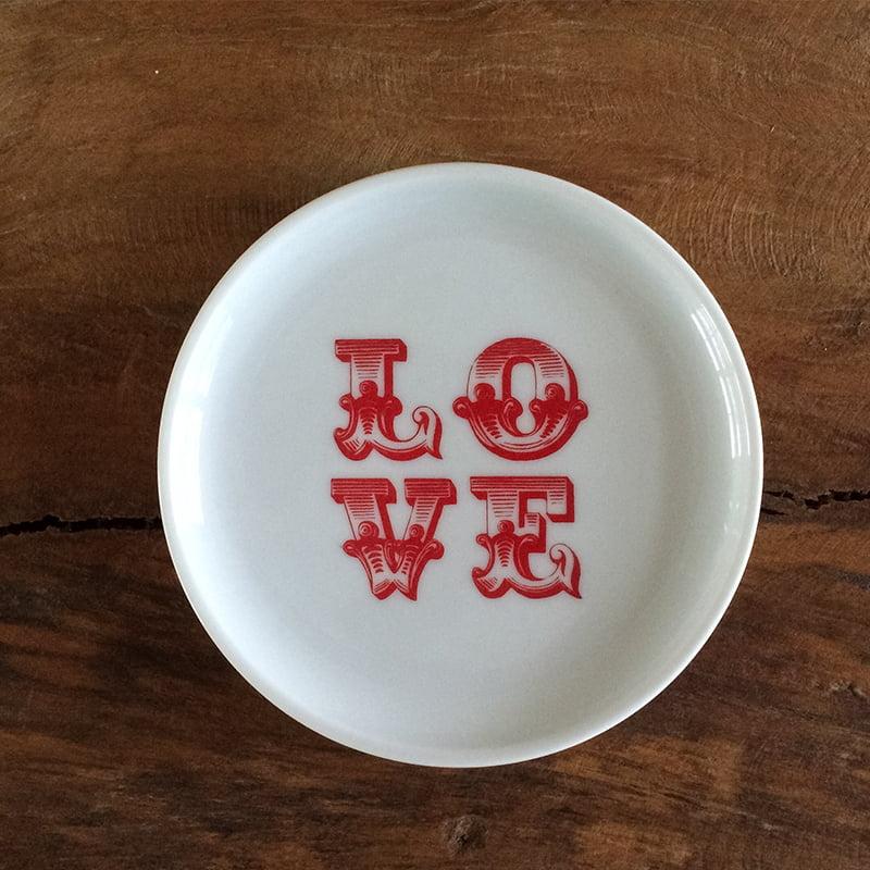 Pratinho de porcelana com pintura LOVE