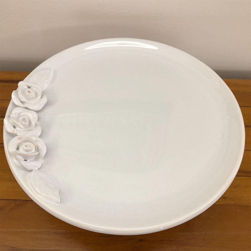 Prato para bolo médio de cerâmica com rosas e pé