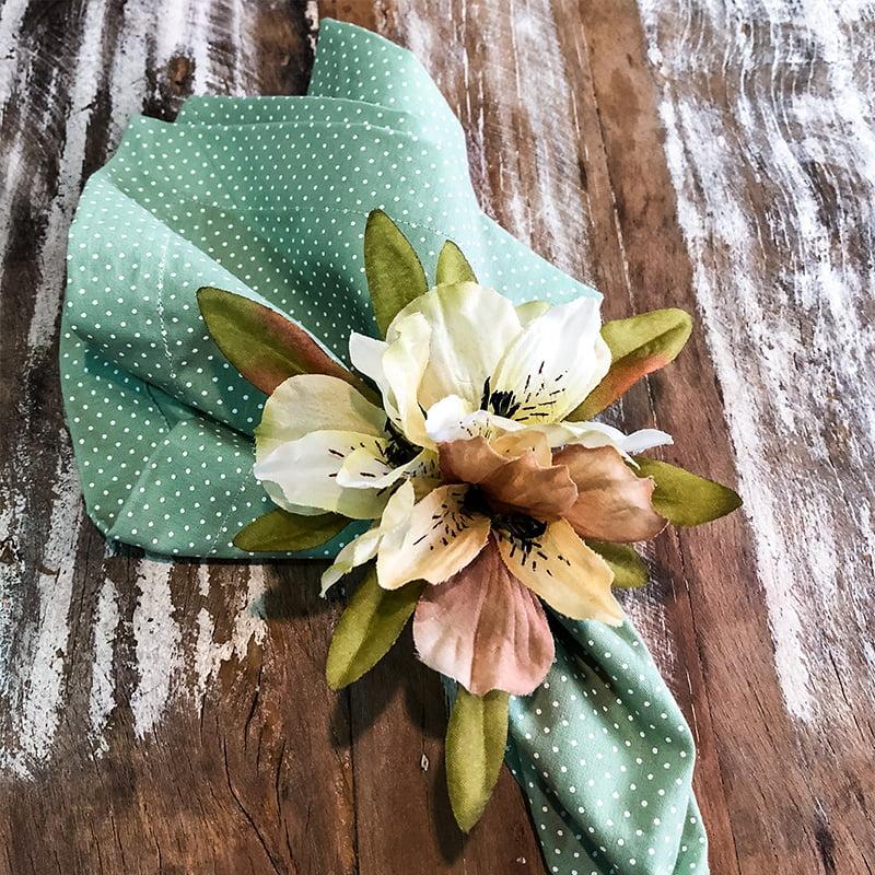 Porta guardanapo flor astromélia amarela clara