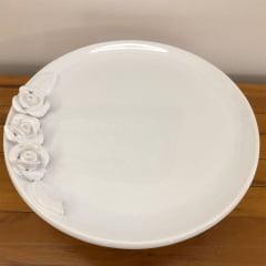 Prato para bolo pequeno de cerâmica com rosas e pé